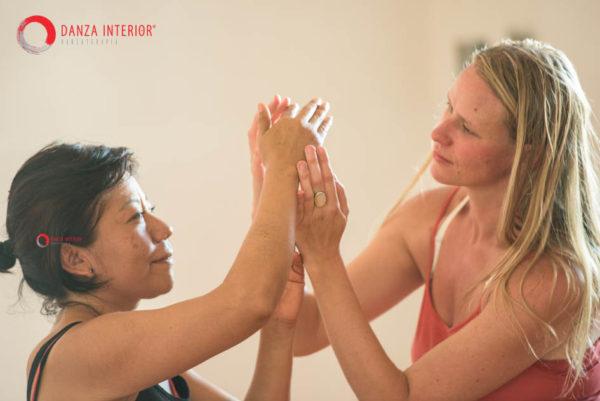 Enfermedad y emociones significado emocional de las enfermedades tratamiento natural lupus tratamiento natural psoriasis tratamiento natural artritis reumatoide tratamiento natural crohn tratamiento natural fibromialgia enfermedad crónica danzaterapia danza interior